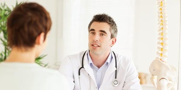 pacjent i lekarz w gabinecie