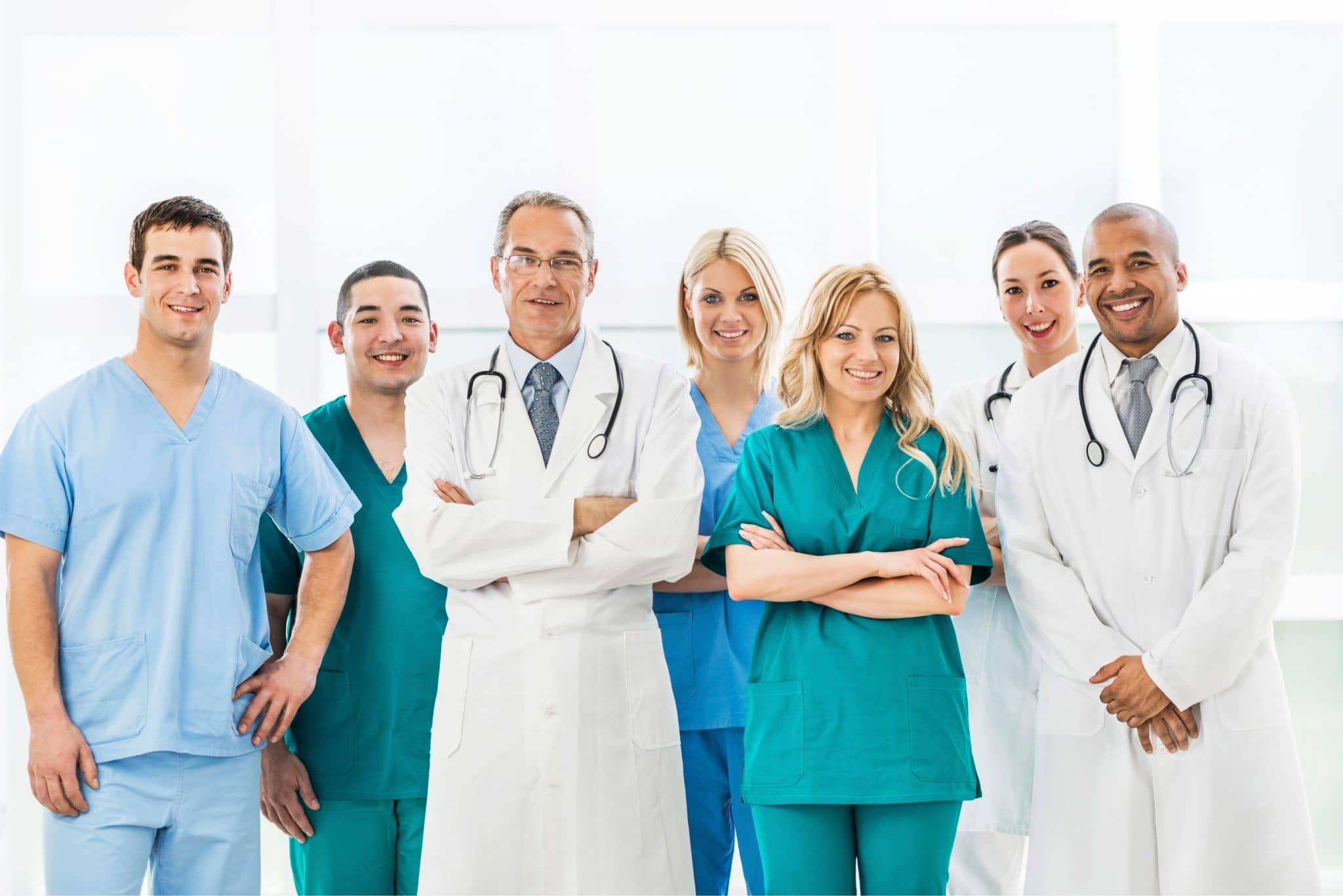 Powinni lekarze umawiać się z pacjentami