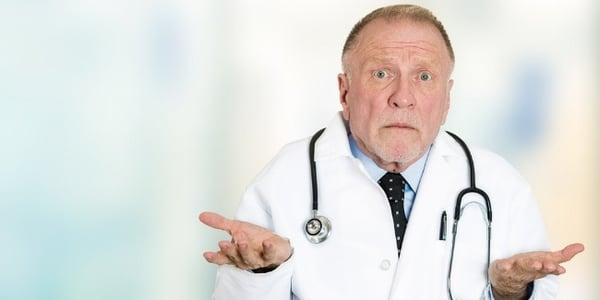 zdezorientowany lekarz