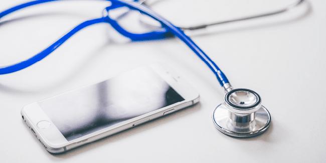Aż 95% zadowolonych pacjentów umówi kolejną wizytę w Twoim gabinecie. Jednym z kluczy do satysfakcji pacjenta jest sprawna komunikacja.